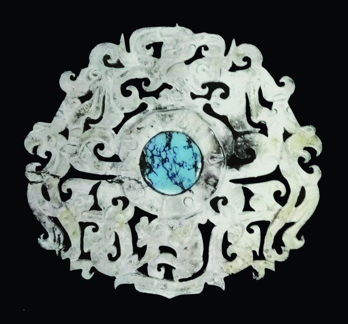 一件精美别致的西汉动物纹青玉嵌饰