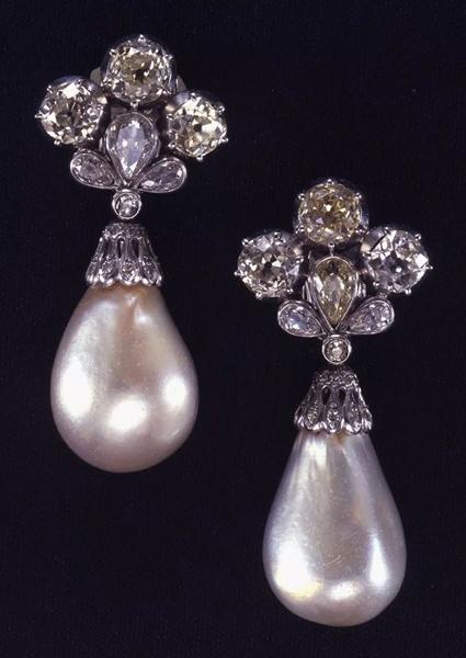 玛丽·蒙西妮的珍珠钻石耳环。1969年在佳士得日内瓦以320,000瑞郎成交