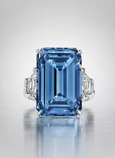 令人惊叹的奥本海默蓝钻戒指。2016年5月18日在佳士得日内瓦以56,837,000瑞郎成交
