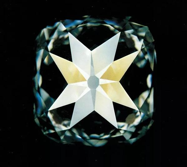北极星钻石。1980年在佳士得日内瓦以8,000,000瑞郎成交