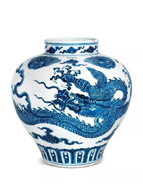 明宣德青花云龙纹大罐,高 48.5 cm.。2016年5月30日在佳士得香港以158,040,000港元成交