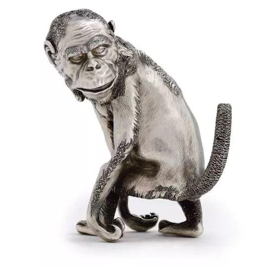 俄罗斯纯银制黑猩猩造型打火机,带有法贝热印章和皇家授权,1896-1908年,高 11  cm.。2007年6月27日在佳士得伦敦以168,000英镑成交