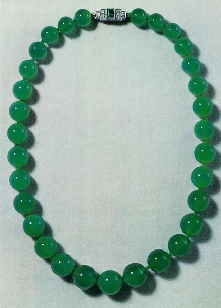 1973年,这串翡翠项链在佳士得日内瓦以1,250,000瑞郎成交