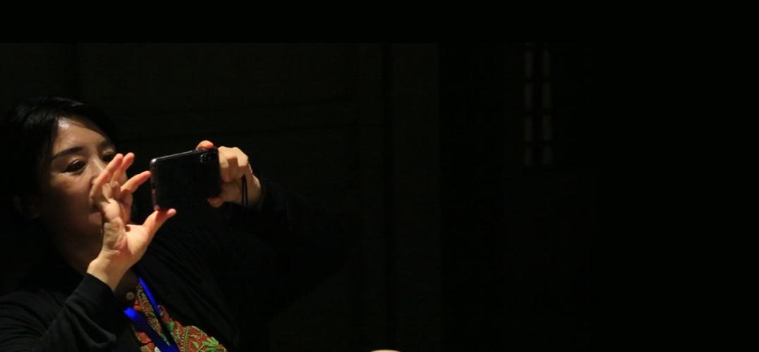 翟永明:执扇而舞的人 如今是不是同一个人?