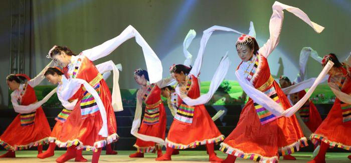 青海黄河源头玛多县文化月活动开幕