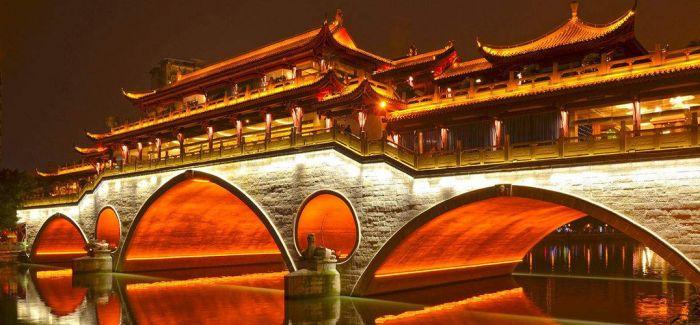 《廊桥筑梦》人与桥的相融相生