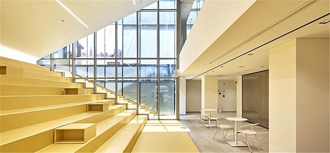 让银行大楼重焕青春活力的空间改造