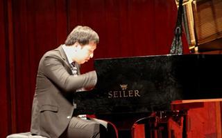 钢琴家二见勇气在青海大剧院奏响久石让系列作品