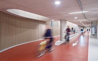 这个车库能装13500辆自行车!