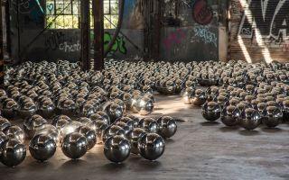 1500颗镜面金属球 再现纽约