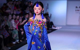 中泰青少年民族服装展示活动于曼谷举行