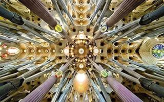 """现代建筑:""""献给未来的礼物"""""""