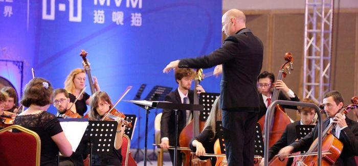 """欧盟青年音乐节在""""红旗颂""""中落下帷幕"""