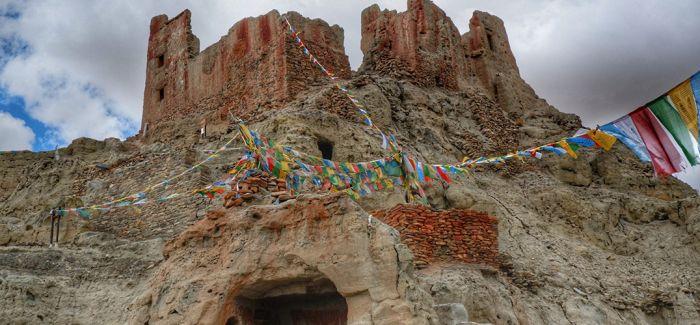 皮央东嘎墓葬遗址考古出土距今约2000年文物