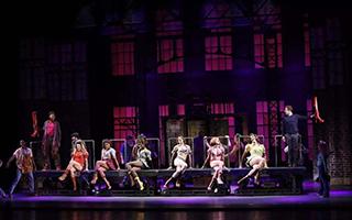 勇夺6项托尼大奖的《长靴皇后》将在天桥连演29场