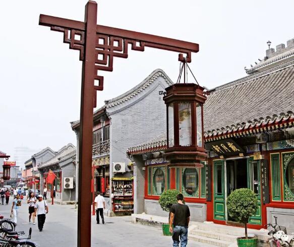 聚集了大量本土传统型画廊的北京琉璃厂文化街