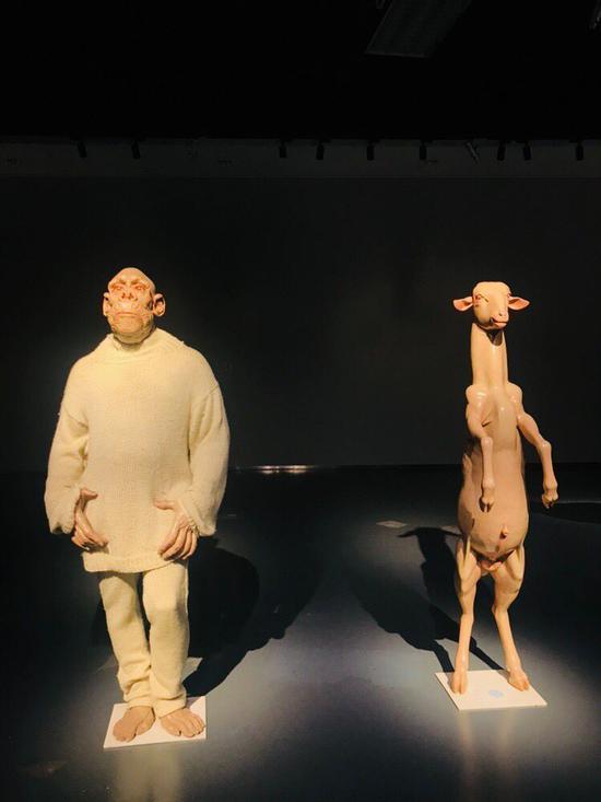 曹晖《纯羊毛一号》高185cm 树脂、纤维等综合材料 2005年