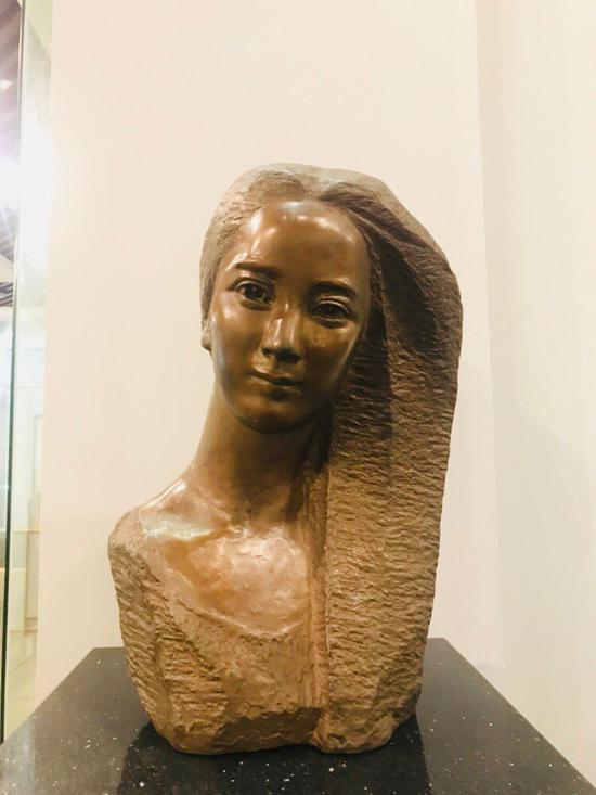 陈淑光《佳佳》36X25X58cm 青铜、圆雕 1981年 中国妇女儿童博物馆收藏