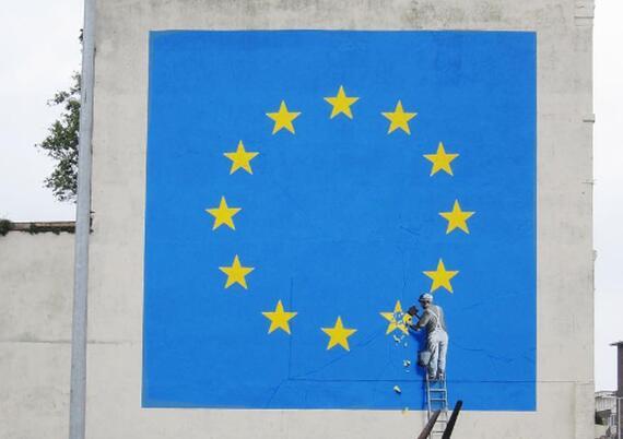 班克斯在多弗尔留下讽刺英国脱欧的壁画