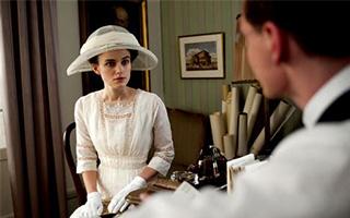 凯拉·奈特莉电影里的纤裙掠影