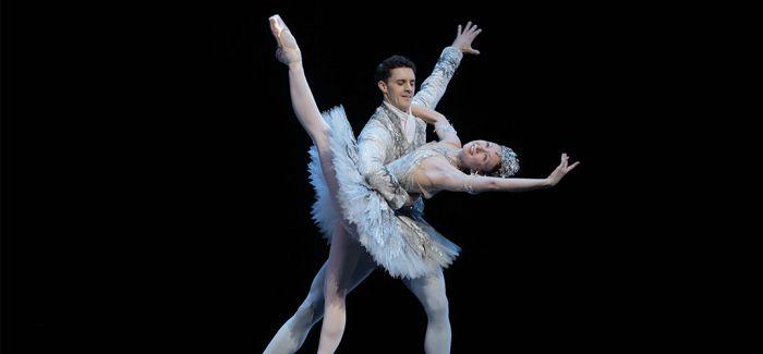 走过百年的芭蕾舞剧《灰姑娘》