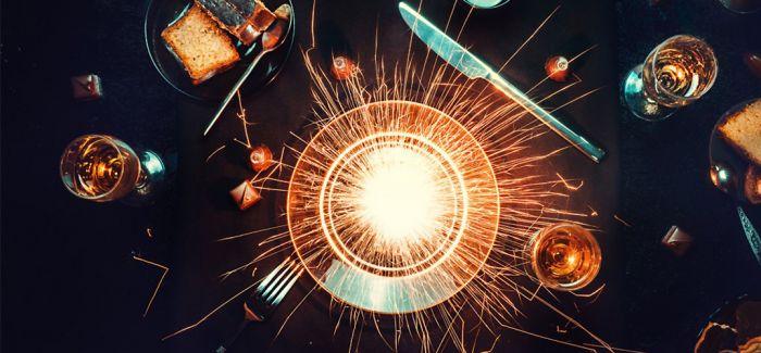 餐桌上的宇宙 咖啡和曲奇的星空