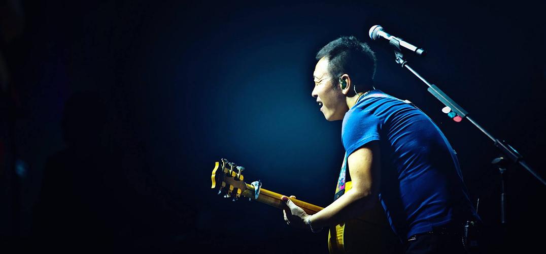 许巍 在生活与音乐中泰然处之