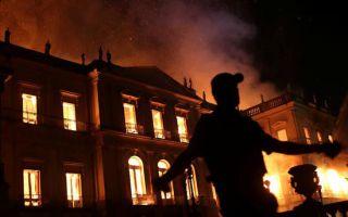 巴西国家博物馆突遭大火 2000万件文物受威胁