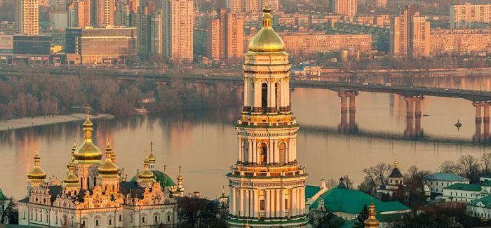 """孔子青铜雕像""""亮相""""乌克兰高校"""