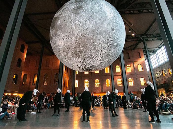 museum-of-the-moon-installation-art-luke-jerram-9