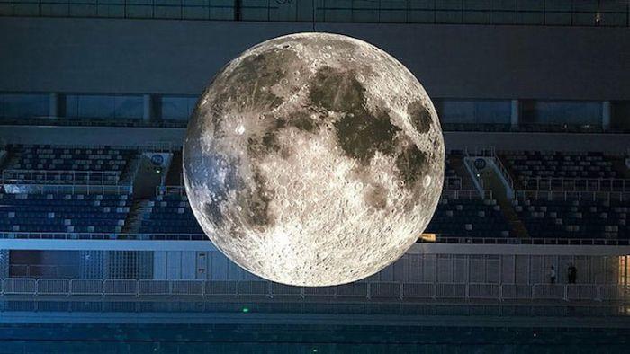 museum-of-the-moon-installation-art-luke-jerram-11