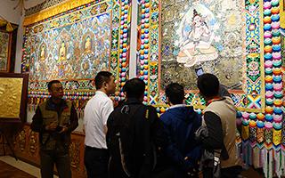 海外华文媒体青海行活动 感知中国藏民族文化