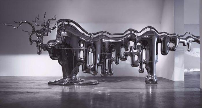 万物皆牛:  1305x258x406 cm  不锈钢   2012年