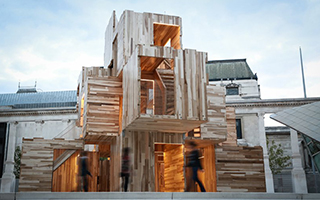2018伦敦设计节上的多层堆叠趣味模块化装置