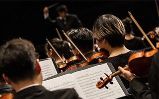 中国爱乐乐团举行新音乐季首场音乐会