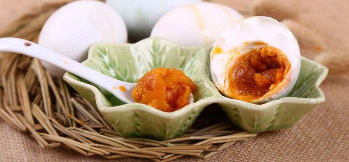 每口蛋黄月饼背后 都有一滩咸蛋清在哭泣