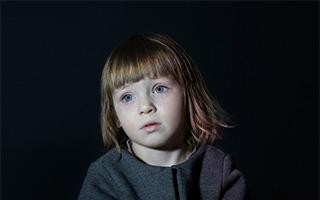 电视机前的孩子
