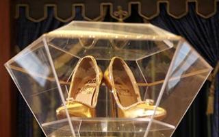 1700万美元 迪拜拍出镶有数百颗钻石高跟鞋