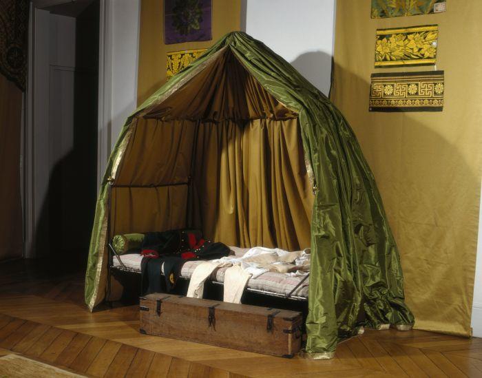 拿破仑的折叠行军床和旅行箱