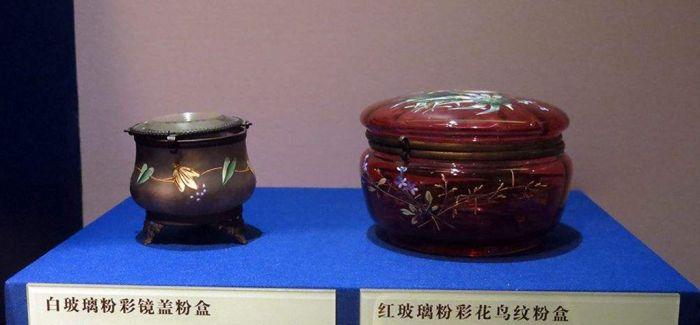 首都博物馆展出清代宫廷生活用品