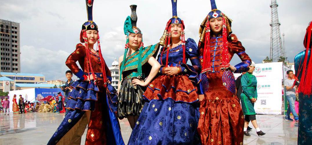 蒙古族服饰亮相巴黎秋季时装周