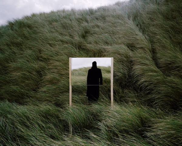 """奇妙的""""镜子戏法"""" 拼贴现实世界"""