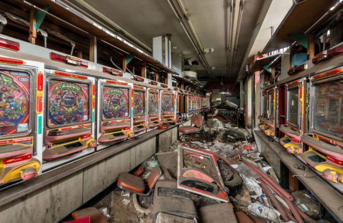 Romain Veillon:日本废墟引发的落寞