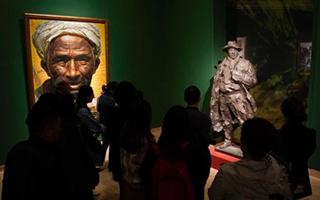 中国美术馆展出《父亲》等馆藏作品