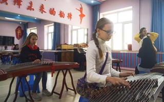 """中俄青少年国际艺术节赞颂""""五彩之秋"""""""