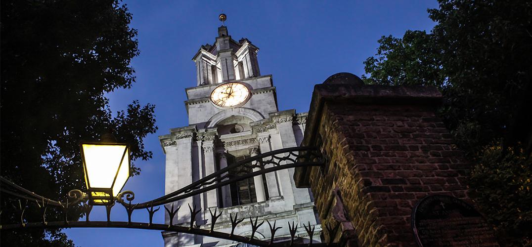 遍访伦敦 寻找尼古拉斯·霍克斯穆尔的街角