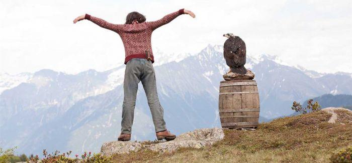 《追鹰日记》即将上映 让·雷诺再演治愈系大叔