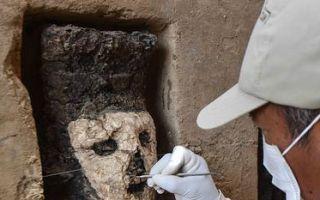 秘鲁古城出土千年木雕