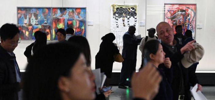 中国国家图书馆展出百余件当代非洲艺术作品