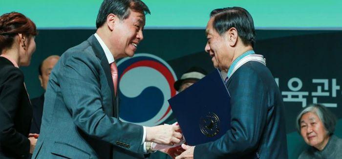 """中国艺术家韩美林获颁""""韩国文化勋章"""""""